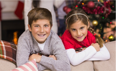 kids on couch at Christmas